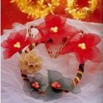 Karácsonyi koszorú harisnyából, mikulásvirággal