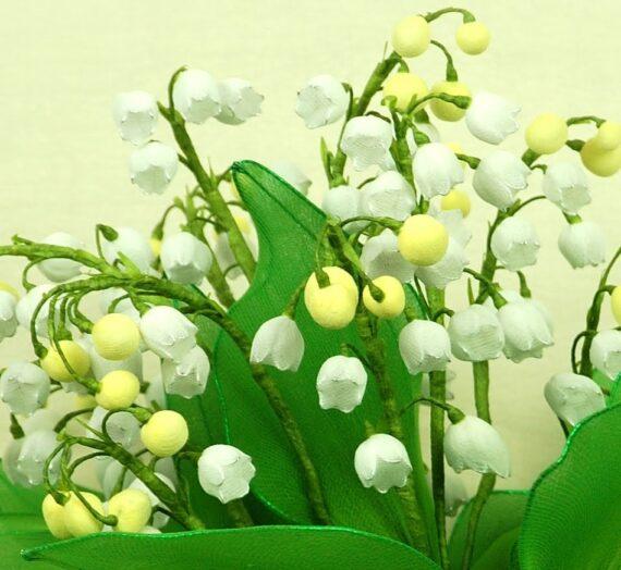 Bájos gyöngyvirág harisnyából