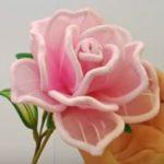 Így készíts rózsát zsenília dróttal